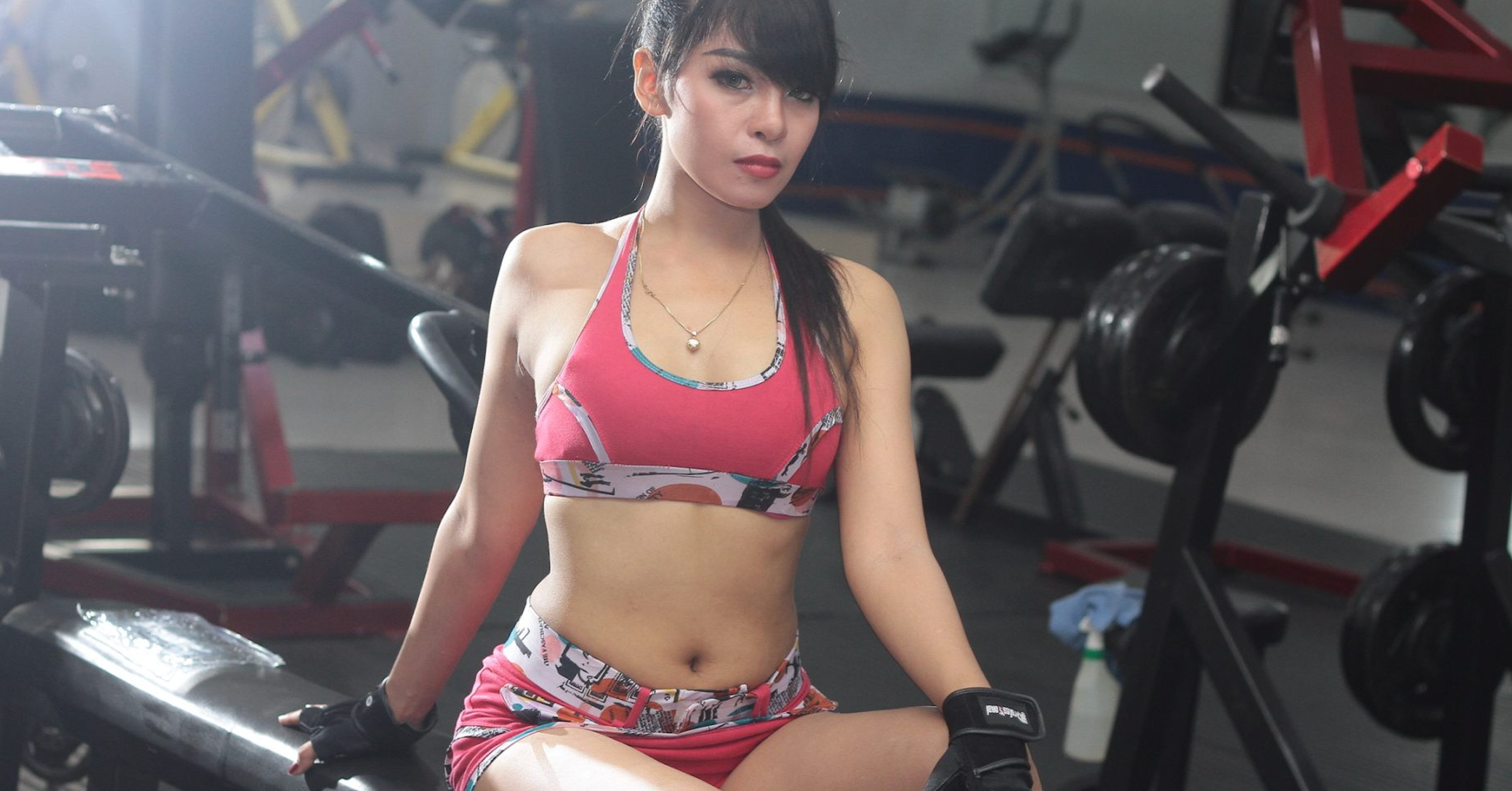 hot-girl-after-workout-wallpaper-in-gym_jpg.