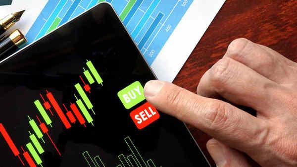 nhà-phân-tích-tài-chính-chọn-cổ-phiếu-như-thế-nào-traderviet-2.