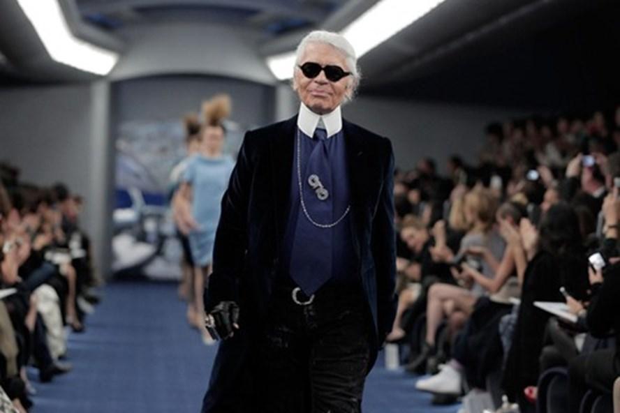 Su-ra-di-Karl Lagerfeld-va-nhung-cau-chuyen-truyen-cam-hung-vo-gia-cho-gioi-trader-TraderViet1.