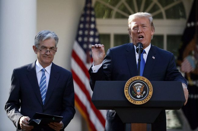 trump-powell-traderviet.